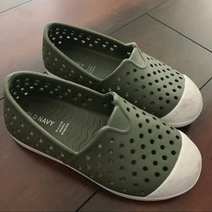 Old navy water shoes for toddler
